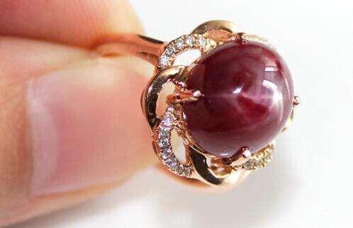 鸽子蛋宝石镶嵌戒指设计图